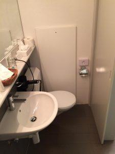 Sehr eng im Badezimmer des Gästehauses