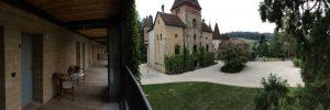 Blick vom Gästehaus: Schloss Münchenwiler